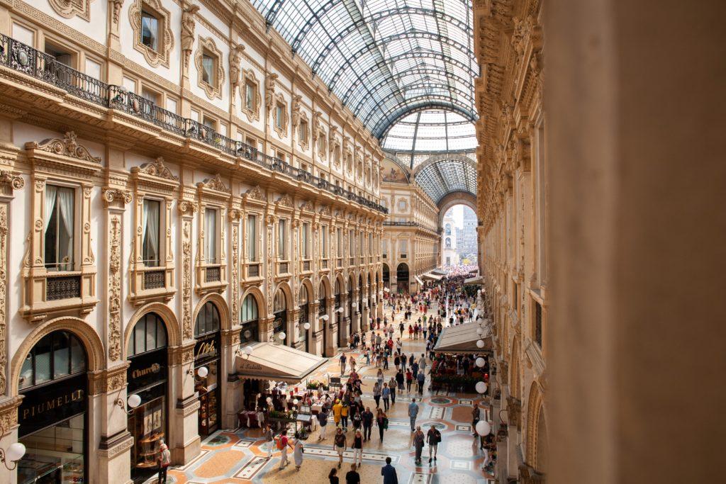 Milan Milano shops people Galleria Vittorio Emanuele